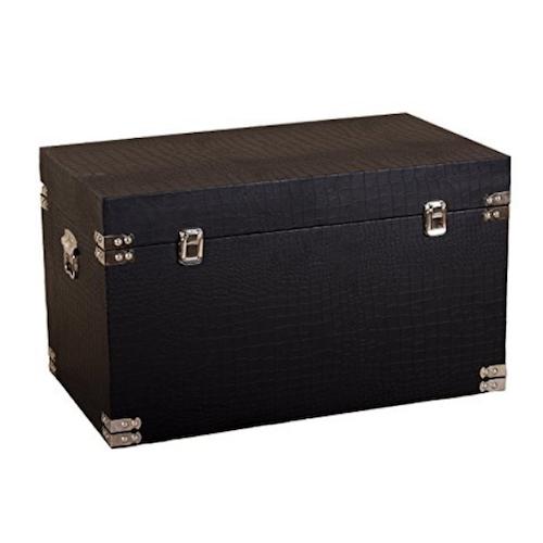 Baúl de madera de cuero negro